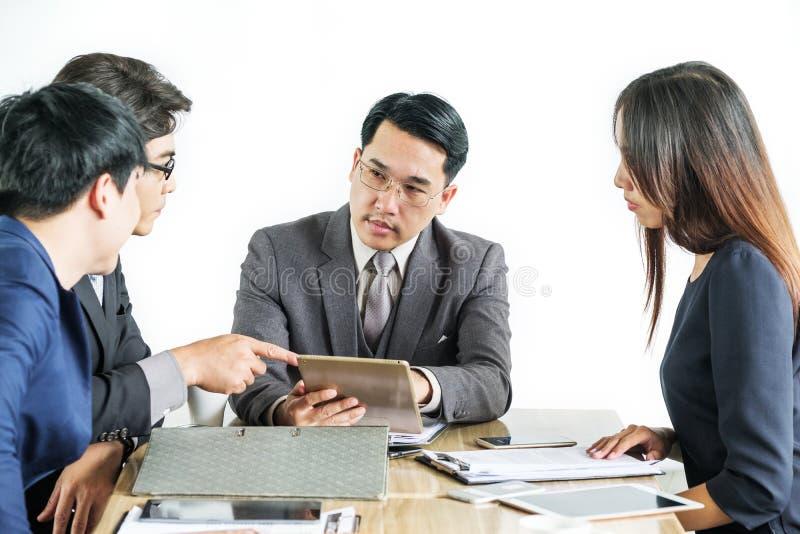 Multiracial biznesmeni Brainstorming W spotkaniu zdjęcie stock