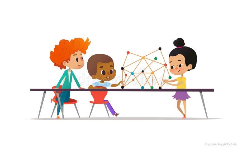 Multiracial chłopiec, dziewczyny obsiadanie wokoło stołu z formalnie modelem molekuła na nim i pozycja i Pojęcie ilustracji