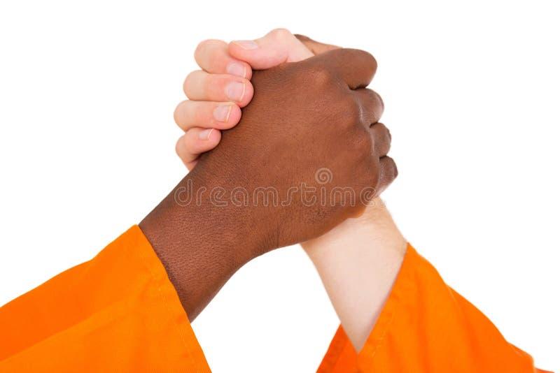 Multiracial mężczyzna trzyma ręki zdjęcia royalty free