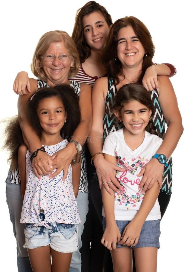 Multiracial rodzinny przytulenie, babcia, mama i jej trzy mieszającej biegowej córki, zdjęcie royalty free