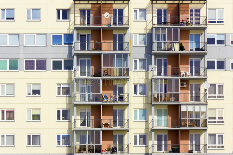 Download Multiroom公寓的Windows 库存图片. 图片 包括有 户外, 布琼布拉, 实际, 结构, 编译 - 30331163