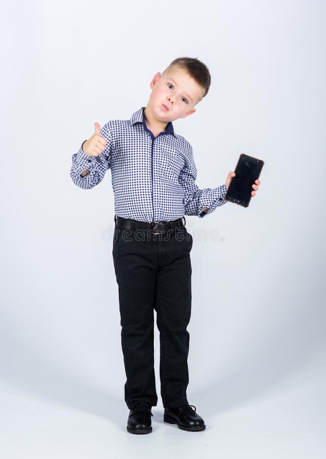 multitasking Biznesmen 3d t?a wizerunku ?ycia biura biel rozmowa ma?a ch?opiec z telefonem kom fotografia royalty free