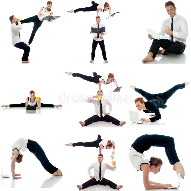 multitasking Grupo de acrobatas que fazem a ioga no estúdio foto de stock royalty free