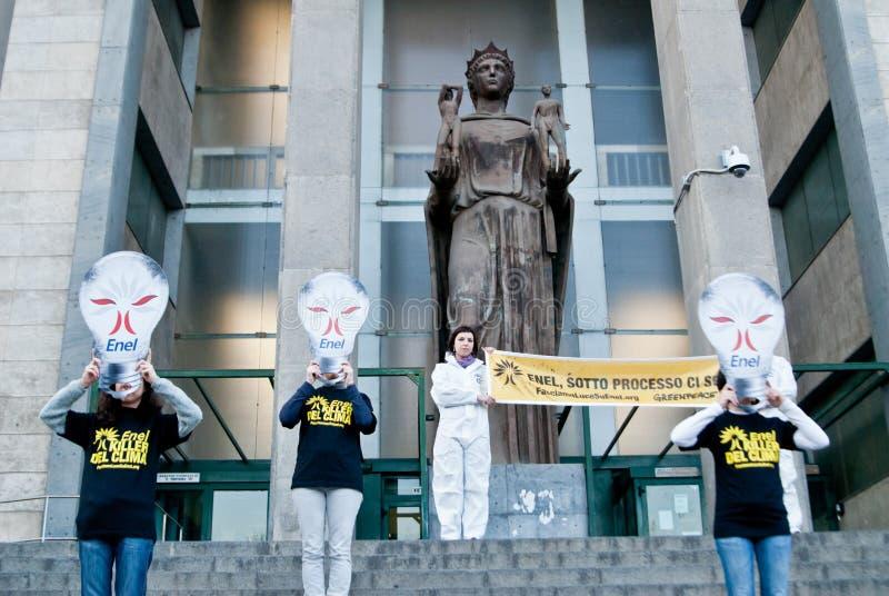 Multitud de destello de Greenpeace imagen de archivo