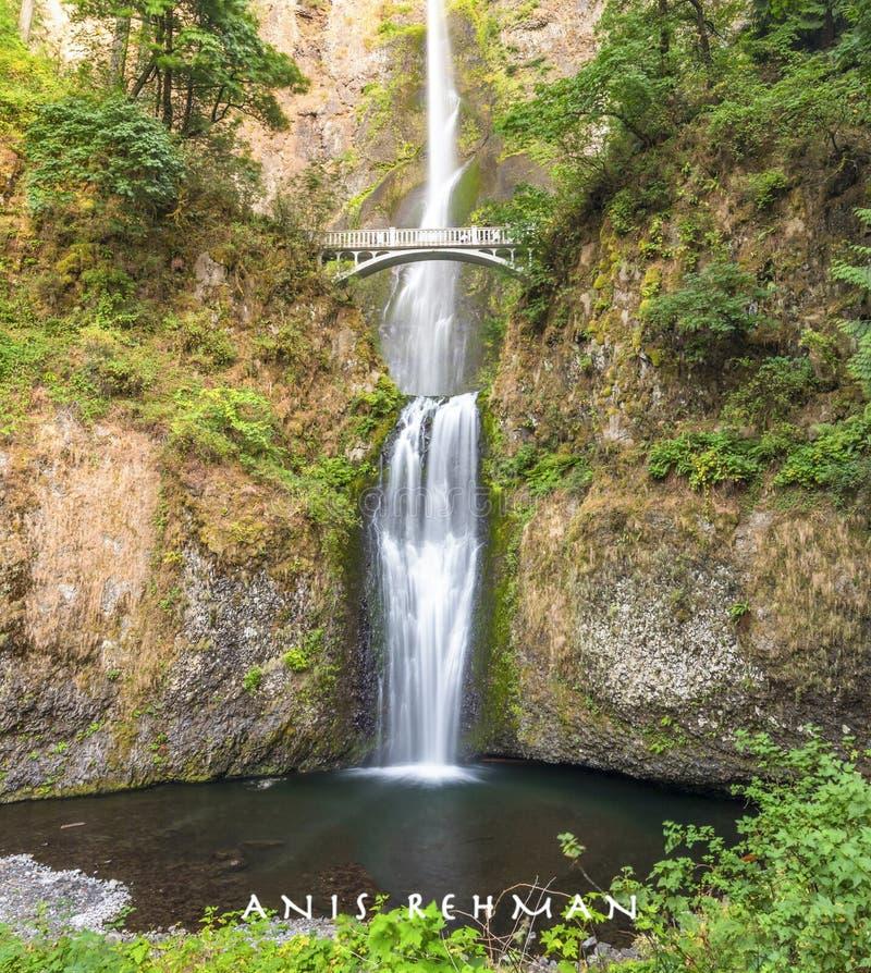 Multnomah, мост и водопад, Портленд, Орегон, ИЛИ, США, перемещение, туризм, западное побережье стоковая фотография rf