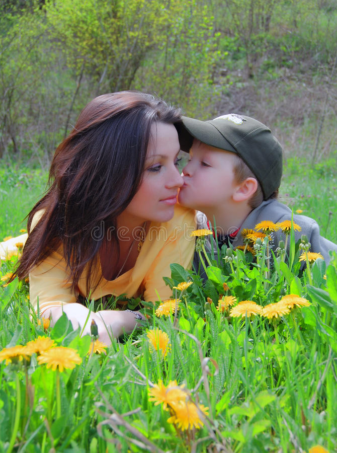 Free Mum And The Son On A Walk Royalty Free Stock Images - 14123089