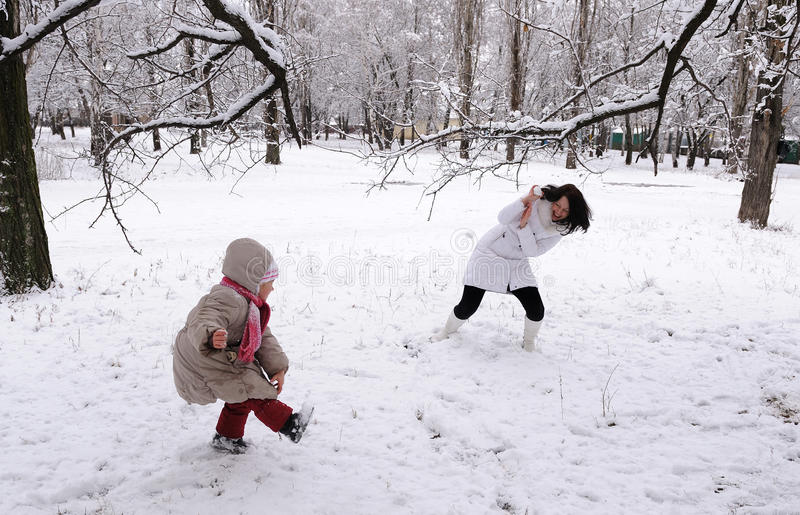 Download Mum And The Daughter Play Snowballs Stock Image - Image: 23056701