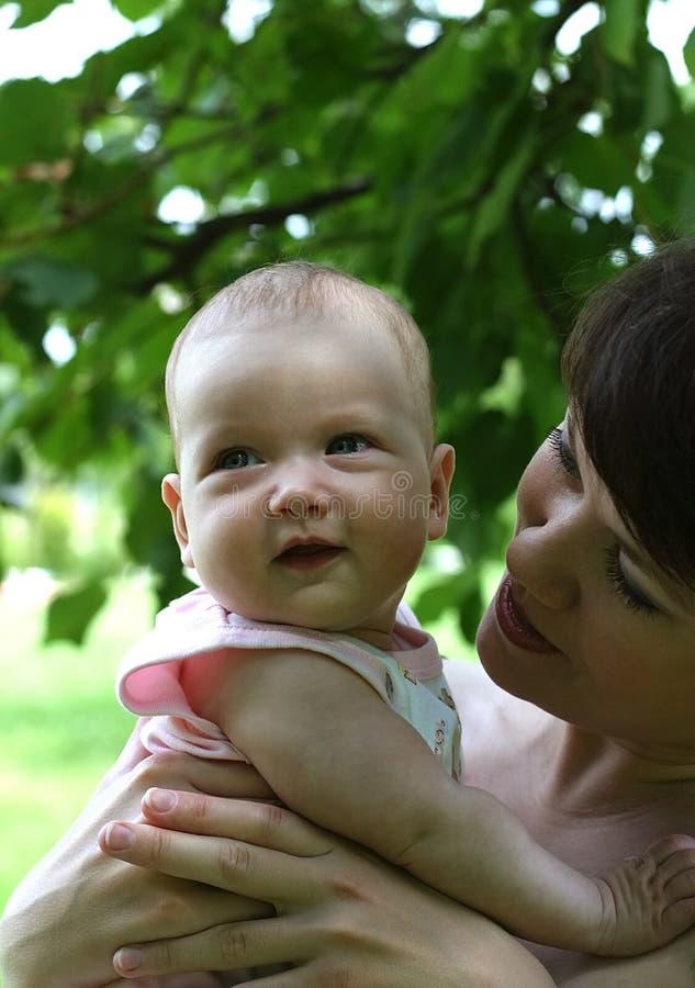 Mum feliz e sua criança fotos de stock royalty free