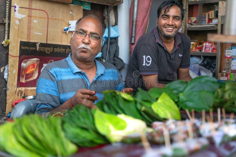 Mumbai-16 01 2019: Der Mannverkauf paan in Indien stockfotos