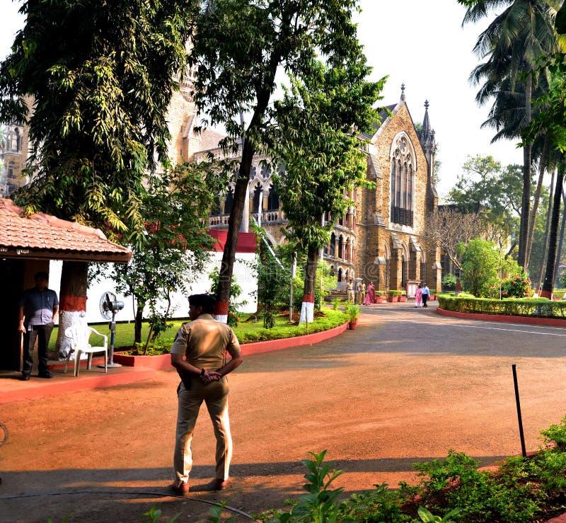 Mumbai högre domstol och trädgårdar royaltyfri bild