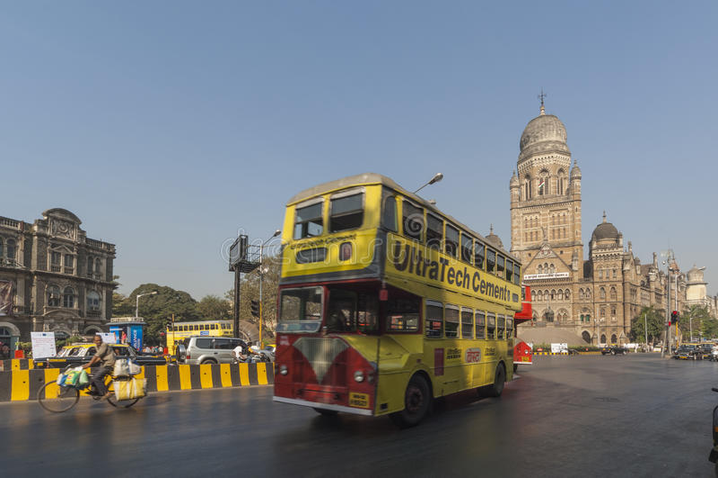 MUMBAI/INDIA 19 gennaio 2007 - bus pubblico di Mumbai vicino a Victoria immagini stock libere da diritti