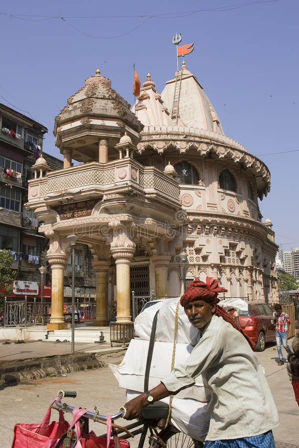 MUMBAI, INDIA - kan 2: de voetgangers kruisen zonder enige orde royalty-vrije stock foto's