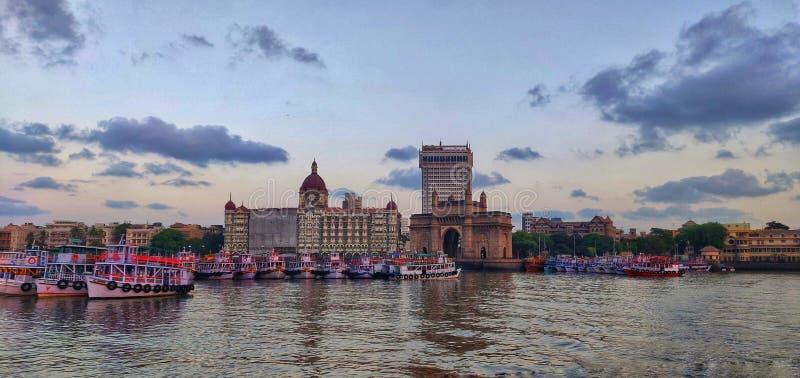 Mumbai-Küstenlinie, appolo bunder, Zugang von Indien, Taj Mahal Palast, Boote, Meer, Arabisches Meer, colaba stockfotografie