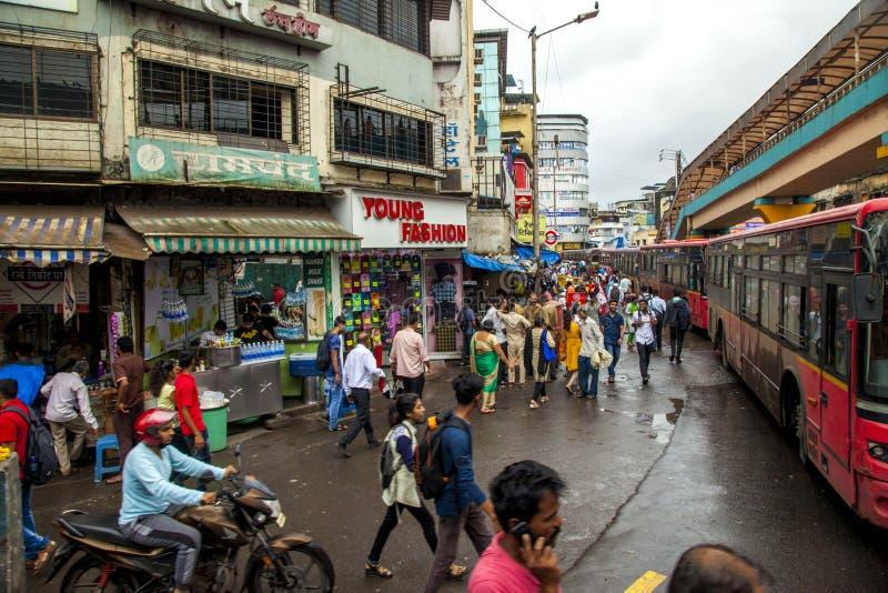 Mumbai, maharashtra 25 août 2018 : Dépôt de Thane Bus dans Mumbai pendant pleuvoir la saison Inde une des villes principales dans image stock