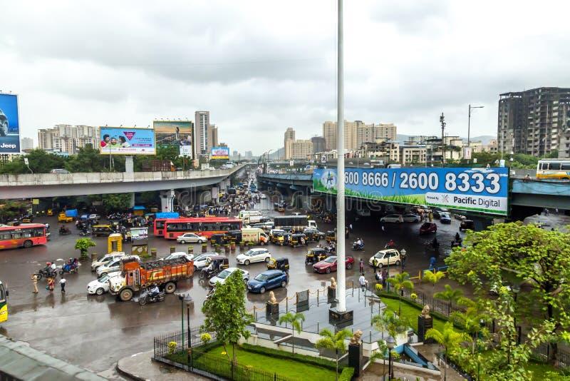 Mumbai, maharashtra 25 août 2018 : Thane Road dans Mumbai pendant pleuvoir la saison Inde une des villes principales dans l'état  photo stock
