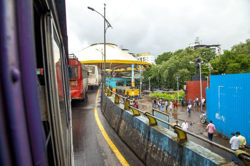 Mumbai, maharashtra Sierpień 25 2018: Thane Autobusowa zajezdnia w Mumbai Podczas Padać sezon India jeden ważni miasta w indianin obraz royalty free