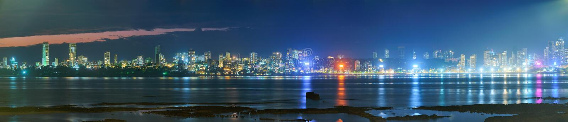 Mumbai skyline in de avond royalty-vrije stock fotografie