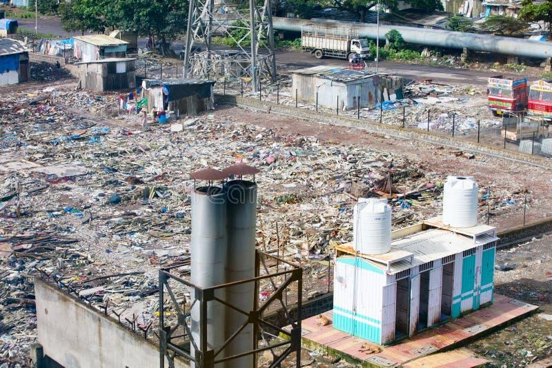 Mumbai slumkvarterutveckling royaltyfria foton