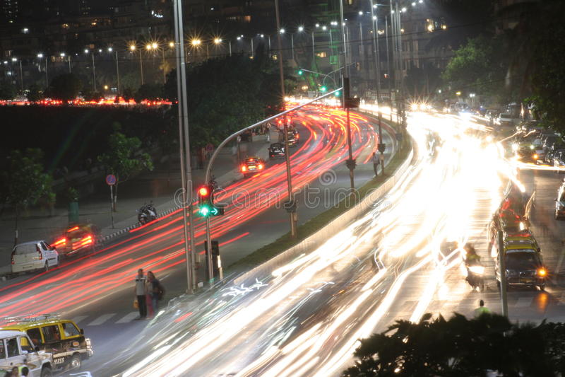 Mumbaihorizon bij nacht bewegend verkeer royalty-vrije stock foto