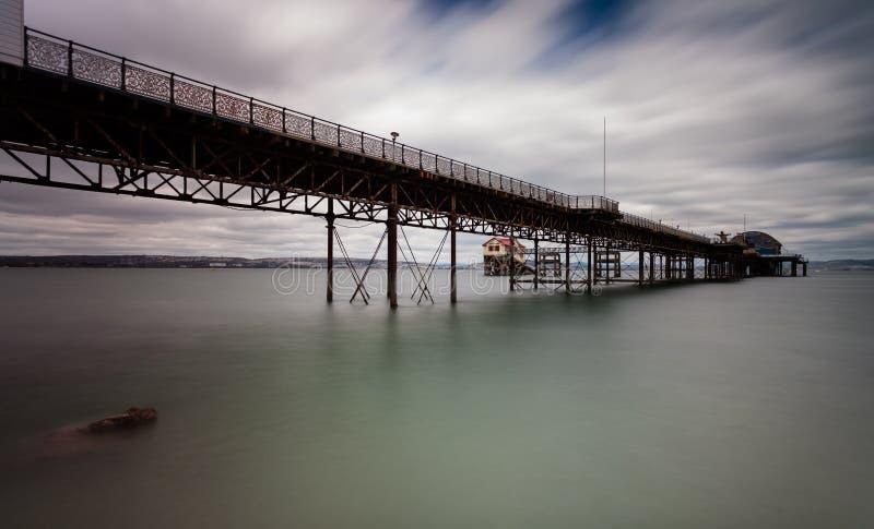 Mumbles Pier und Rettungsbootstation stockfotografie