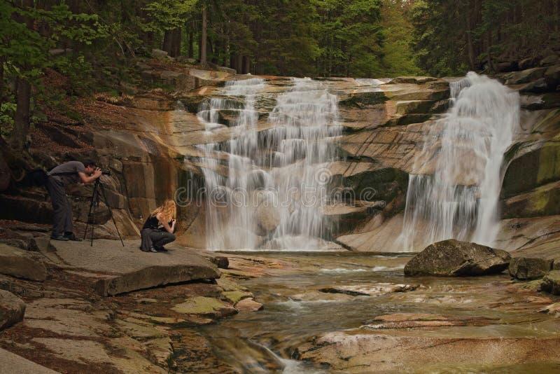 Mumlava-vattenfall 2, Harrachov, Tjeckien fotografering för bildbyråer