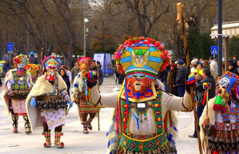Mummers variopinti alla processione di carnevale immagine stock libera da diritti