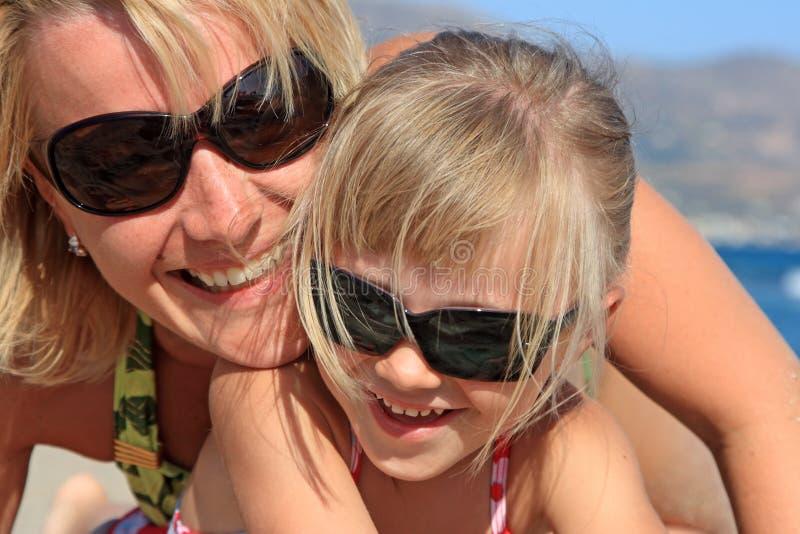 Mummia felice con una figlia fotografia stock libera da diritti
