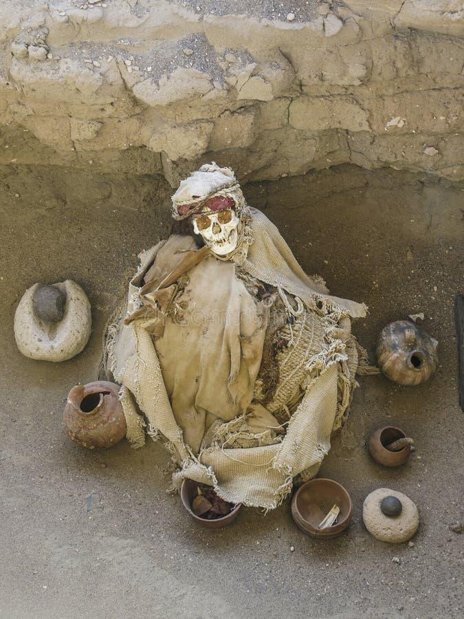Mummia nel cimitero di Chauchilla, Perù immagine stock libera da diritti