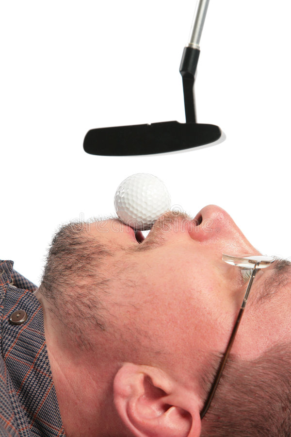 mun för man för håll för bollframstickandegolf liggande royaltyfri fotografi