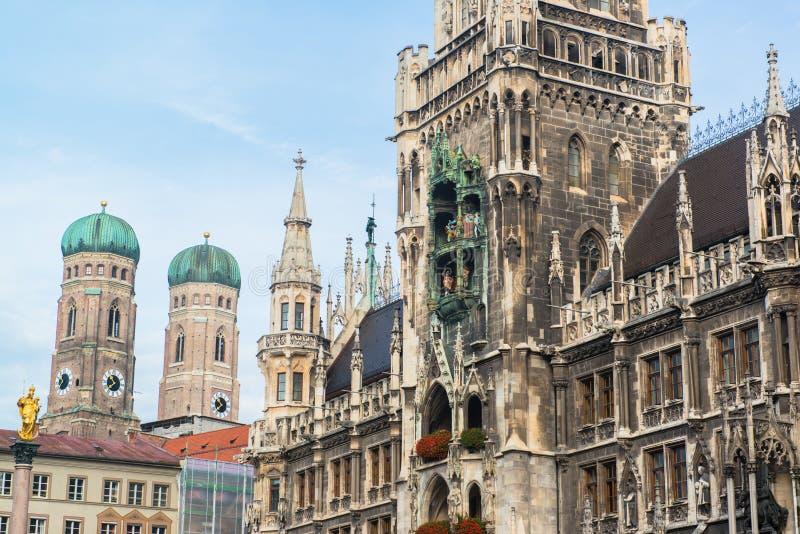 Munchen Nowy urząd miasta Marienplatz zdjęcia royalty free
