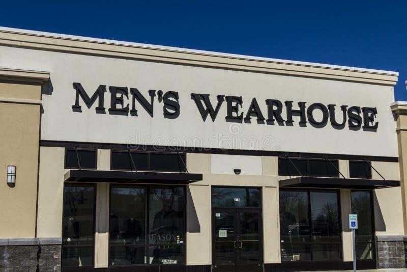 Muncie - Circa mars 2017: Läget för galleria för remsa för detaljhandel för man` s Wearhouse Är det företags namnet för man` s We arkivfoto