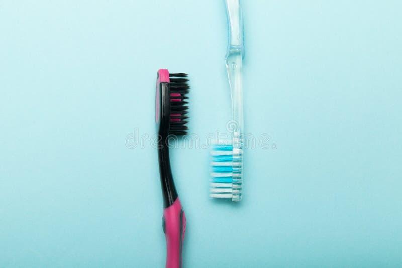 Mundhygiene, Zahnbürsten Hintergrund f?r eine Einladungskarte oder einen Gl?ckwunsch lizenzfreie stockbilder