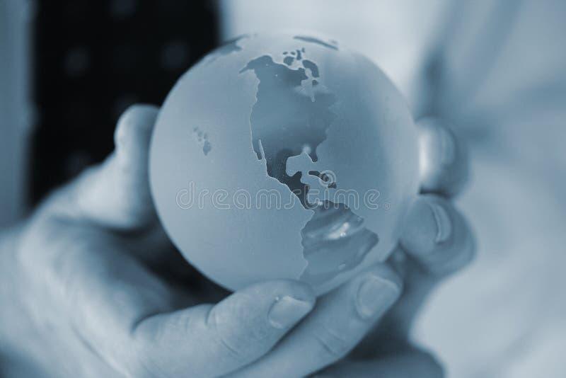 Download Mundo azul frío foto de archivo. Imagen de cristal, mano - 1280232