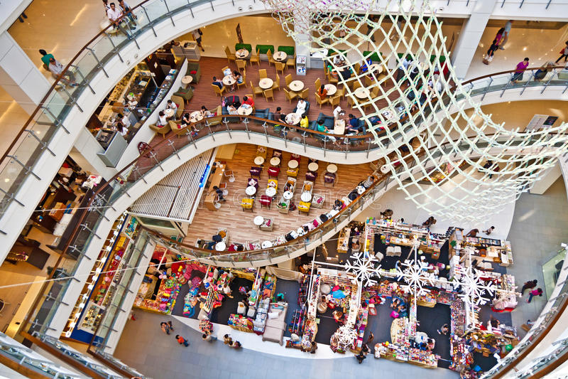 Mundo central interior del complejo de compras en Bangkok imágenes de archivo libres de regalías