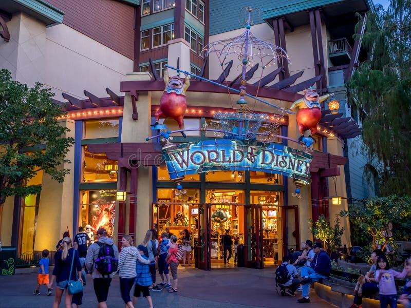 Mundo de la tienda de Disney en Disney céntrico imagen de archivo libre de regalías