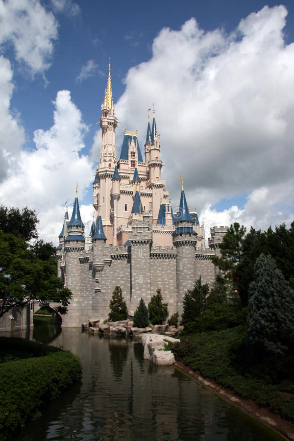 Mundo de Walt Disney do castelo de Cinderella imagens de stock royalty free