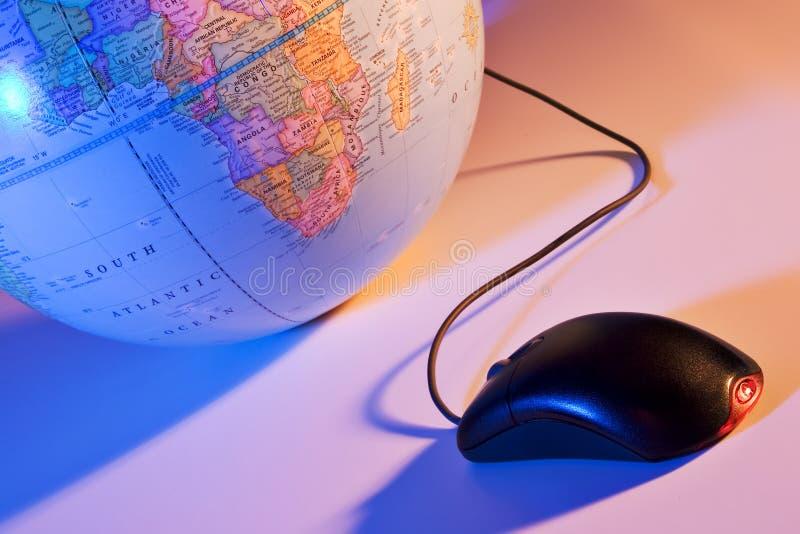 Mundo en un tecleo de ratón foto de archivo libre de regalías