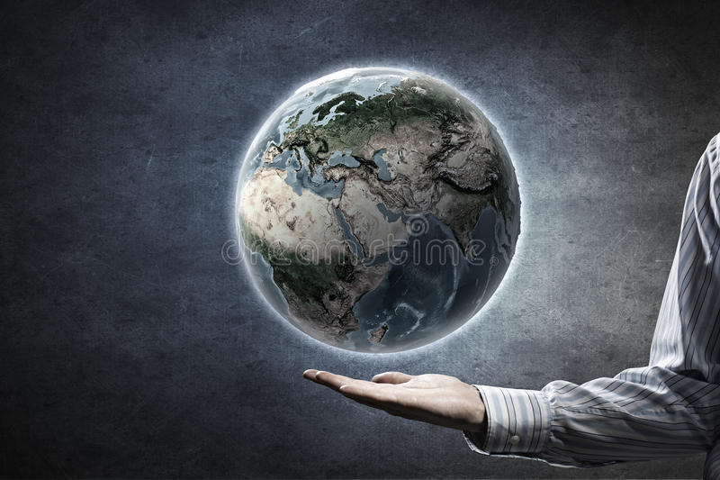 Mundo entero en manos imagen de archivo
