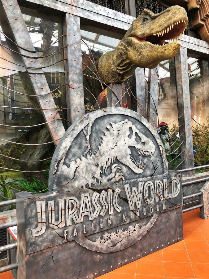 Mundo jurássico cabeça caída da ave de rapina do dinossauro do reino fotografia de stock