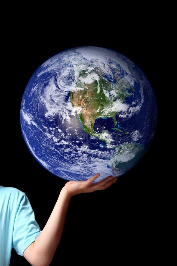 Mundo na palma de suas mãos - terra do planeta foto de stock royalty free