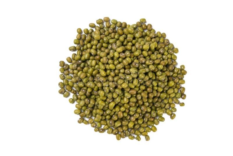 Mung ή Mungo σωρός που απομονώνεται στο άσπρο υπόβαθρο διατροφή βιο Φυσικό συστατικό τροφίμων στοκ φωτογραφία