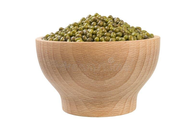 Mung ή Mungo φασόλι στο ξύλινο κύπελλο που απομονώνεται στο άσπρο υπόβαθρο διατροφή Συστατικό τροφίμων στοκ φωτογραφία