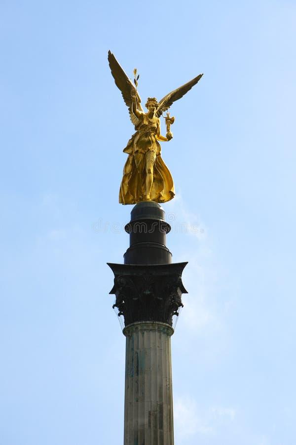 Munich, ángel de la estatua de la paz imagenes de archivo