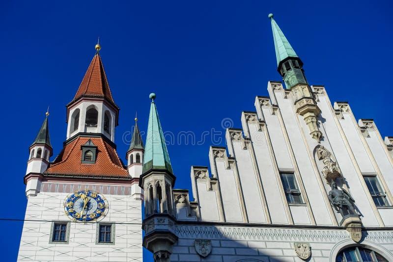 Munich, ALEMANHA - 17 de janeiro de 2018: Cidade velha Hall Altes Rathaus Details em Marienplatz Munich foto de stock