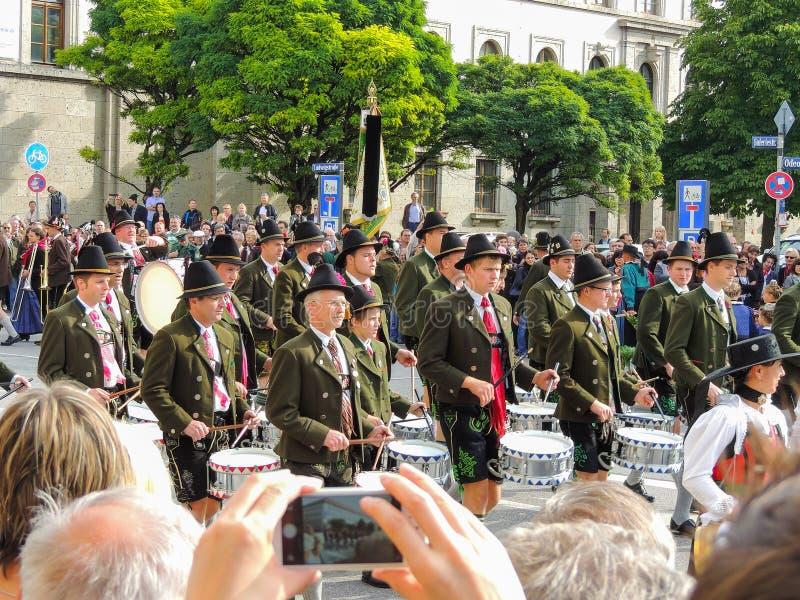 Munich, Alemanha - 22 de setembro de 2013 Oktoberfest, parada drummer fotografia de stock