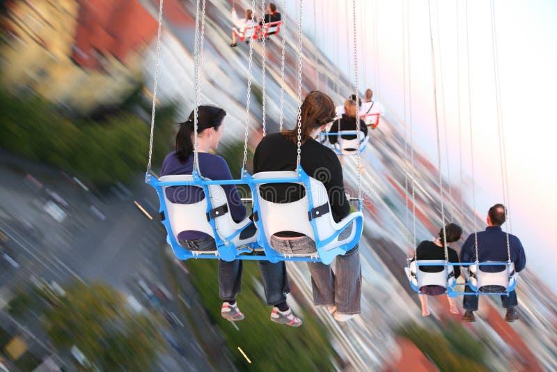 MUNICH, ALEMANHA - Oktoberfest: Povos no carrossel fotos de stock royalty free