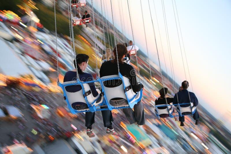 MUNICH, ALEMANHA Oktoberfest: Povos no carrossel fotos de stock royalty free