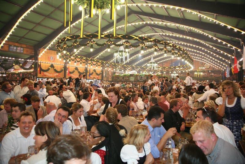 MUNICH, ALEMANIA - 16 DE OCTUBRE: Oktoberfest fotografía de archivo libre de regalías