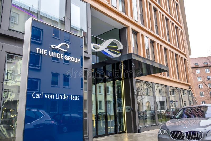 Munich, Alemania - 16 de febrero de 2018: Linde Group es un proveedor principal del mundo de industrial, de proceso y la especial fotos de archivo libres de regalías