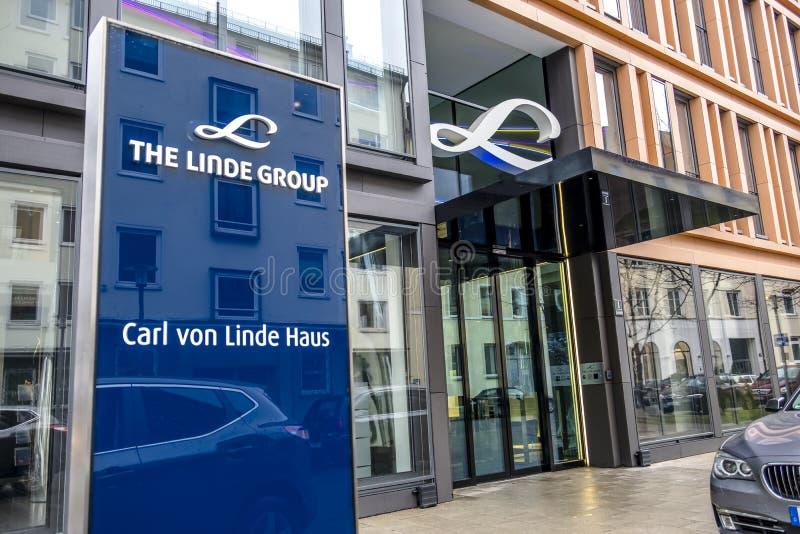 Munich, Alemania - 16 de febrero de 2018: Linde Group es un proveedor principal del mundo de industrial, de proceso y la especial fotografía de archivo